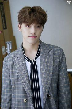 Tapety Kpop i Pop - Dino Woozi, Wonwoo, Jeonghan, Seungkwan, Dino Seventeen, Seventeen Debut, Pop Bands, Hip Hop, Vernon