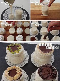 Bardak Tatlısı Tarifi için Malzemeler 1 kilo süt 2 yemek kaşığı un (tepeleme) 1,5 yemek kaşığı nişasta (tepeleme) 6 yemek kaşığı toz şeker (tepeleme) 1 paket vanilya Bulamak için; Hindistan cevizi Üzeri için; Eritilmiş çikolata Bardak Tatlısı Yapılışı Bardak tatlısı içinsüt, un, toz şeker ve nişastayı bir tencereye alın. Kaynayıp muhallebi kıvamına gelene kadar pişirin. Kıvam alınca ocak üzerinden alın ve vanilyasını ekleyip karıştırın. Su bardaklarını ıslatın. Bu bardaklara muhallebiyi…