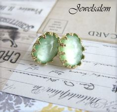 love the color of these earrings