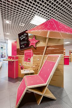 The pop-up store 2050 – Dein Klimamarkt (2050 – Your Climate Market) conveys that it is possible to shop and reduce CO2 at the same time.