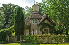 Cottage with thatched roof, so quaint! Style Cottage, Cute Cottage, Cottage Design, Cottage Homes, Cottage Interiors, Cottage Living, Brick Cottage, Storybook Homes, Storybook Cottage