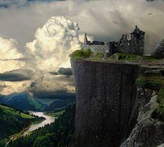 Castelo em ruínas num penhasco da Alemanha.