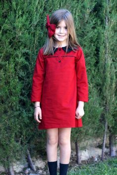 Vestido en algodon-viscosa rojo, cuello camisero en negro misma tela.