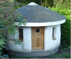 Straw Bale Herb Garden Workshop. This small building is the inspiration for the herb workshop space I'll have for my herb business. It's likely to be an octagon shape though as it will be faster to construct. I'll use this building for drying fresh herbs and making concoctions.