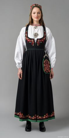 """Den nye Valdresbunaden (The new Valdres bunad"" in black from Valdres, Oppland, Norway (It is also made in blue, but I haven't found a picture) Folk Fashion, Ethnic Fashion, Traditional Fashion, Traditional Dresses, Folk Costume, Costumes, Frozen Costume, Ethnic Dress, Marie"