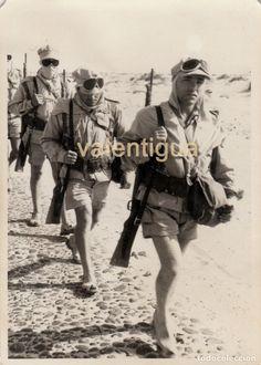 Fotografía años 70. Militares españoles desierto Aaiún, Sahara Occidental. Sahara Español hasta 1975 - Foto 1