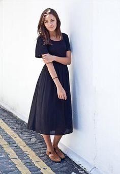 Vintage 90's midi dress from Mint Vintage  £35
