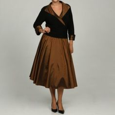 @Overstock - Elegant ruche detailing along the waist combines with a stunning V-neckline to highlight this brilliant Jessica Howard dress. A bronze wing collar, cuffs and skirt combine with a black body color to complete this lovely dress.http://www.overstock.com/Clothing-Shoes/Jessica-Howard-Womens-Plus-Size-Wing-Collar-Ruche-Waist-Dress/6089910/product.html?CID=214117 $83.99