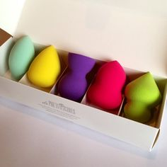 Beauty Blender Dupe Alert! These amazing makeup sponges are called De Prettilicious. Search them up on Amazon and get this set for $16.80.
