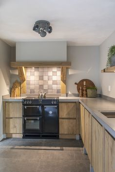 This pin of kitchen design & decor available on Hometalk and across the web. Taken to you by Kitchen Lovers! Kitchen On A Budget, Home Decor Kitchen, Diy Kitchen, Kitchen Interior, Kitchen Ideas, Interior Modern, Awesome Kitchen, Cheap Kitchen, Kitchen Paint