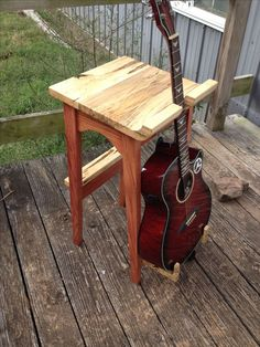 Guitar stand and set.Steve and Susie Powell Woodworking Diy Guitar Stand, Wooden Guitar Stand, Wooden Case, Wooden Diy, Diy Pallet Projects, Wood Projects, Guitar Storage, Guitar Hooks, Guitar Tabs