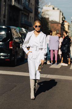 Paris street styles 493214596696213415 - Source by moon_draft Milan Street Style, European Street Style, Street Fashion Show, Street Style Summer, Street Style Looks, Paris Street, Spring Fashion Outfits, Spring Summer Fashion, Fashion Weeks