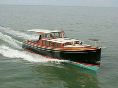 Discover different boat types and classes including popular manufacturer brands. Use Boat Trader to find out which boat or yacht is right for you. Yacht Design, Boat Design, Old Boats, Small Boats, Course Vintage, Lobster Boat, Classic Wooden Boats, Wood Boat Plans, Classic Yachts