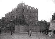 Demolizione di Palazzo Desideri per la realizzazione di Via dei Fori Imperiali. Sulla destra si vede l'altare della Patria Anno: 1931