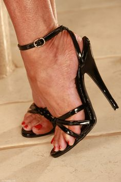 Strappy Sandals Heels, Sexy Heels, Shoes Heels, Beautiful High Heels, Gorgeous Feet, Formal Heels, Open Toe High Heels, Black Stilettos, Heeled Mules