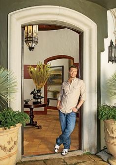 Ryan Seacrest called on interior designer Jeff Andrews to add a feeling of Old Hollywood glamour to his Hollywood Hills home Celebrity Mansions, Celebrity Houses, Celebrity News, Celebrity Style, Hollywood Hills Homes, Ryan Seacrest, Most Luxurious Hotels, Mediterranean Home Decor, Design Your Dream House