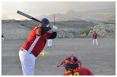 """""""Una retirada a tiempo""""   Esto durante un Juego de Sóftbol en el Campo de Béisbol de Los Abrigos. Tenerife"""