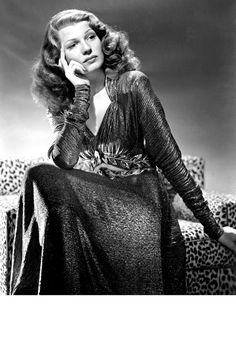 Rita Hayworth 1940 by George Hurrell Old Hollywood Glamour, Golden Age Of Hollywood, Vintage Hollywood, Hollywood Stars, Vintage Glamour, Rita Hayworth, Divas, George Hurrell, Veronica Lake