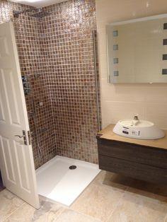 #sdbtilingltd Tiling, Decor Interior Design, Bathtub, Mirror, Furniture, Home Decor, Standing Bath, Bathtubs, Decoration Home