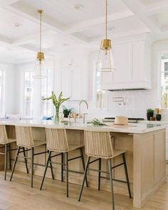 There is no question that designing a new kitchen layout for a large kitchen is much easier than for a small kitchen. A large kitchen provides a designer with adequate space to incorporate many convenient kitchen accessories such as wall ovens, raised. Home Kitchens, Contemporary Kitchen, Kitchen Remodel, Kitchen Design, Kitchen Inspirations, Kitchen Decor, Modern Kitchen, Kitchen Layout, Kitchen Style