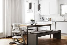 Need pointers on mastering the ins and outs of minimalist design? One expert shows us how a true minimalist decorates.
