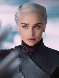 Emilia Clarke, Daenerys, Khaleesi, Game of Thrones Goddess Dessin Game Of Thrones, Game Of Thrones Art, Emilia Clarke Daenerys Targaryen, Game Of Throne Daenerys, Game Of Thrones Khaleesi, Queen Of Dragons, Mother Of Dragons, My Sun And Stars, Female Characters