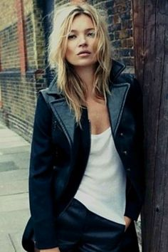 Kate moss rockin the simple white thirst and black leather jacket