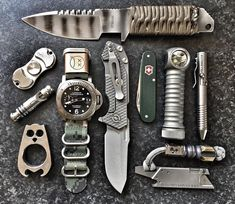 GOOD POCKET KNIVES:Finding really good pocket knives for EDC, self defense, hunting or tactical training isn't easy with all the sale hype. Survival Weapons, Tactical Survival, Survival Tools, Edc Tactical, Tactical Knives, Tactical Backpack, Mochila Edc, Krav Maga, Strider Knives