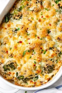 Broccoli Chicken Casserole - A warm and comforting chicken casserole your whole family will love! Broccoli Chicken Casserole - A warm and comforting chicken casserole your whole family will love! Low Carb Recipes, Cooking Recipes, Healthy Recipes, Simple Broccoli Recipes, Drink Recipes, Delicious Recipes, Pasta Recipes, Healthy Food, Yummy Food