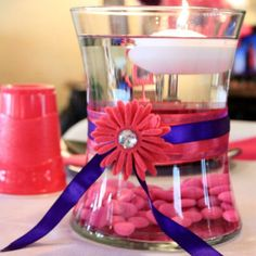 Cute (but do it in purple and without the daisy) and easy to make! But mosty importantly--inexpensive! Yay budgeting!