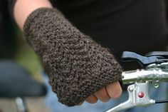 Gull Lace Fingerless Mittens