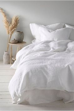 Home Interior, Interior Design, Interior Colors, Aesthetic Bedroom, White Bedding, Minimalist Bedroom, Modern Minimalist, My New Room, Home Decor Bedroom