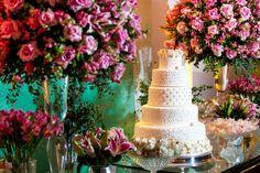 Esse casamento à noite em BH contou com uma cerimônia elegante e cheia de velas em que os noivos disseram sim. As fotos são do Luiz Sergio Castro.