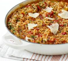 Oven-baked red pepper risotto…I also add a dash of chopped chillies (or dried) a pinch of garlic and a sliver of sugar(to break down the a. Bbc Good Food Recipes, Veggie Recipes, Vegetarian Recipes, Cooking Recipes, Healthy Recipes, Cooking Tips, Cooking Videos, Easy Cooking, Bread Recipes