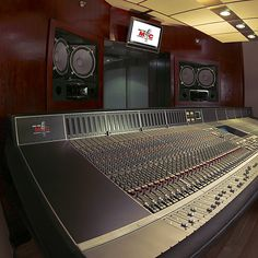Control Room, Jay Z (Roc The Mic Studios), Control Room, New York (Design by WSDG)