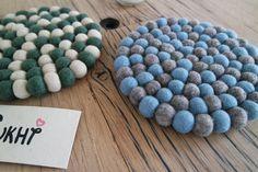 Med vores charmerende bordskånere, så kan du sammensætte din valg af farve og mønstre!