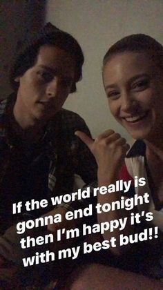 8 times lili reinhart and cole sprouse were the dream couple Memes Riverdale, Bughead Riverdale, Riverdale Funny, Riverdale Netflix, Cole Sprouse Shirtless, Cole Sprouse Funny, Dan Howell, Dylan O'brien, Johnny Depp