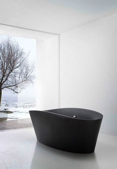 badkamer   zwart - wit   zwart bad   inspiratie   bathroom   black bathtub   bewonen.nl