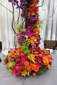 amazing wedding centerpieces with shades of orange