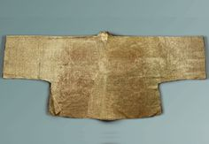 Gauze Jeoksam/unlined jacket, excavated from the tomb of Yang, the wife of Jeong(1481-1538). 60 cm long and 76 cm wide. The gauze jeoksam with scrolled lotus pattern is stamped with Buddhist writings on the front panel, rear panel and sleeves. At the Dankook University Seok Juseon Memorial Museum.