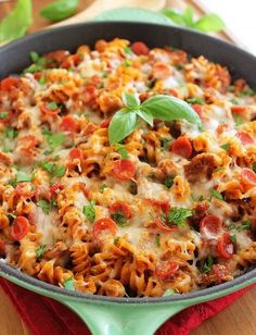 Try this saucy, scrumptious pizza-meets-pasta dish for a fun weeknight meal! Cheesy Pasta Recipes, Turkish Recipes, Ethnic Recipes, Sausage Pasta, Easy Delicious Recipes, Breakfast For Dinner, Weeknight Meals, Pasta Dishes, Macaroni And Cheese