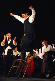 Πηδηχτός καρσιλαμάς - καρεκλάτος  Traditional greek dance ''karsilamas''! Opa!