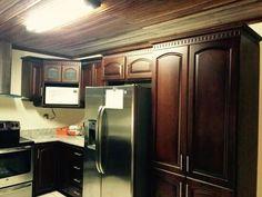 Alacena color caoba natural muebles de cocina pinterest cotice su mueble de cocina en lnea o coordine la visita gratuita de un asesor somos lideres en la fabricacin de muebles de cocina en madera solida thecheapjerseys Gallery