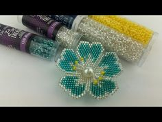 Seed bead jewelry DIY Brick Stitch Flower – Easy Seed Bead Tutorials Discovred by : Linda Linebaugh Beaded Flowers Patterns, Beaded Necklace Patterns, Bead Embroidery Patterns, Beading Patterns, Knitting Patterns, Loom Patterns, Crochet Patterns, Beaded Bracelets, Seed Bead Patterns