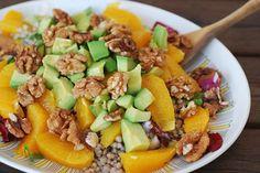 Bovetesallad med avokado, apelsin & valnötter