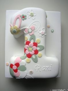 1st birthday = so pretty! cake-and-other-sweet-inspirations