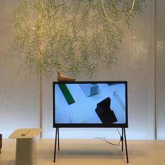 사줘. #seriftv #samsung #erwanbouroullec #livingdesignfair #livingfair #daily #coax #showroom #furniture #design #space #interior #spacedesign #인테리어 #리빙페어 #리빙디자인페어 #데일리 #코엑스 #쇼룸 #스페이스디자인 by besimple.won
