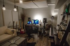 apogeedigital : The incredible home studio of @IanKeaggy of @HotChelleRae featuring Apogee Duet! #apogeeduet #apogee #homestudio http://t.co/HrGn9VhK4O | Twicsy - Twitter Picture Discovery