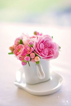 50 + beautiful flower vase arrangement for your home decoration – Page 50 of 51 – SooPush Teacup Flowers, Clay Flowers, Small Flowers, Pretty Flowers, Flowers Vase, Small Flower Arrangements, Vase Arrangements, Centerpieces, Flower Backgrounds