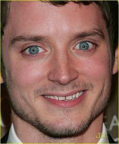 Elijah Wood - gap teeth, plus facial hair, HOTT!!